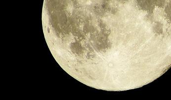 月の光あびて
