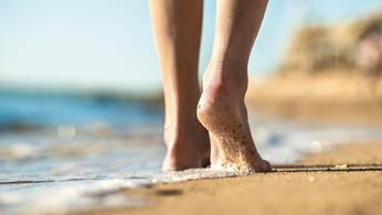 裸足でたまには大地を歩こう〜「グラウンディング」のススメ
